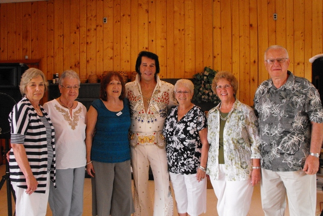 Reunion Committee and Elvis - THANKS COMMITTEE for a job well done. And then...... ELVIS HAS LEFT THE ROOM!